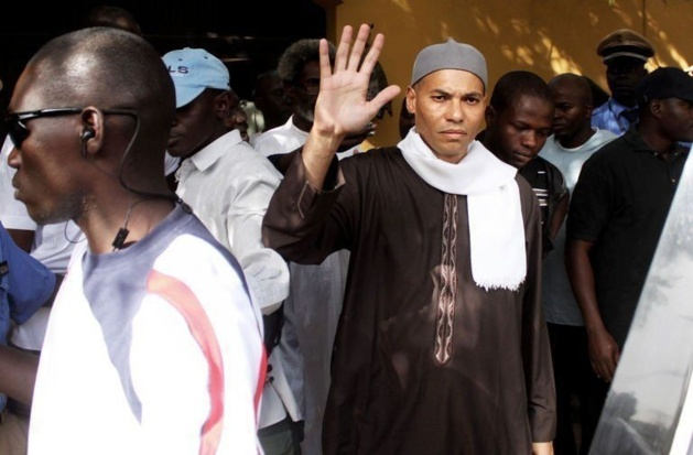 Karim Wade lors de son arrestation par les gendarmes, à Dakar, le 13 avril 2013. Photo :AFP