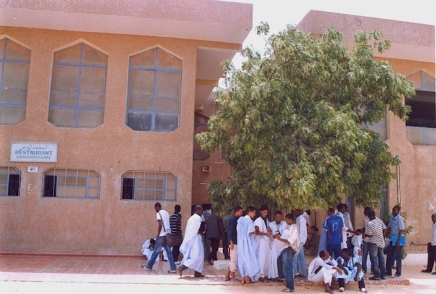Etudiants devant le restaurant de l'université de Nouakchott. Photo : Université de Nouakchott