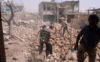 Des Syriens dans les ruines de Qoussair samedi 18 mai (images amateur). | AP/HOEP